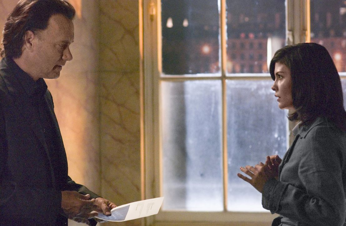 Noch ahnt die Kryptologin Sophie Neuvet (Audrey Tautou, r.) nicht, dass sie äußerst bedeutende Vorfahren hat. Aber zusammen mit Dr. Robert Langdon... - Bildquelle: Sony Pictures Television International. All Rights Reserved.