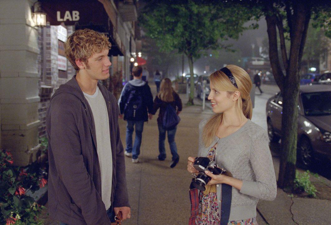 Als sich John (Alex Pettyfer, l.) in die hübsche Sarah (Dianna Agron, r.) verliebt, will er zum ersten Mal in seinem Leben nicht mehr auf der Flucht... - Bildquelle: DreamWorks II Distribution Co., LLC.. All rights reserved