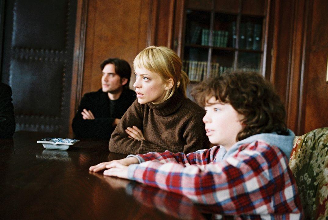 Hat sich alles gelohnt? Eva (Heike Makatsch, M.), Alex (Patrick Rapold, l.) und Jonathan (Thaddäus Reich, r.) sitzen gespannt vor dem Notar - und e... - Bildquelle: Stefan Haring Sat.1