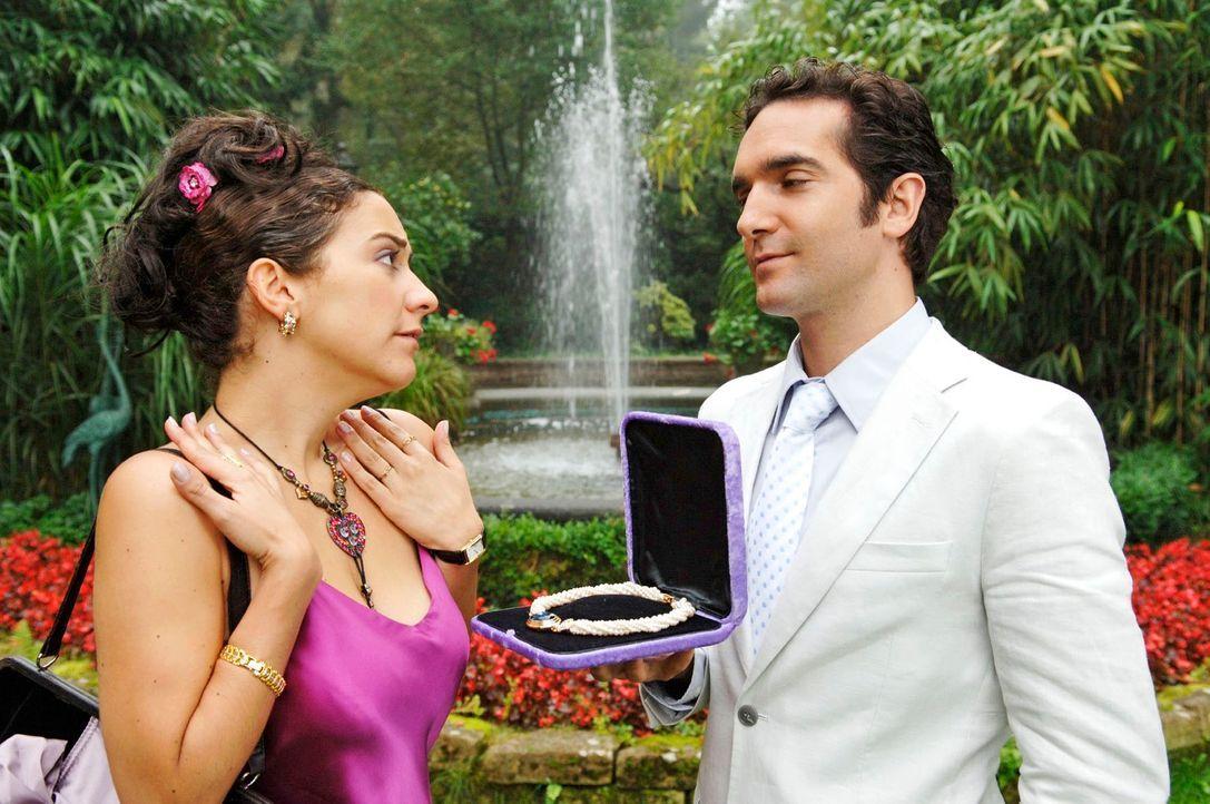 Der perfekte Heiratsantrag ist ein ganz besonderer Moment für jede Frau. Er gibt sich wirklich Mühe - die perfekte Zeit, der perfekte Ort, das perfe... - Bildquelle: Guido Engels Sat.1