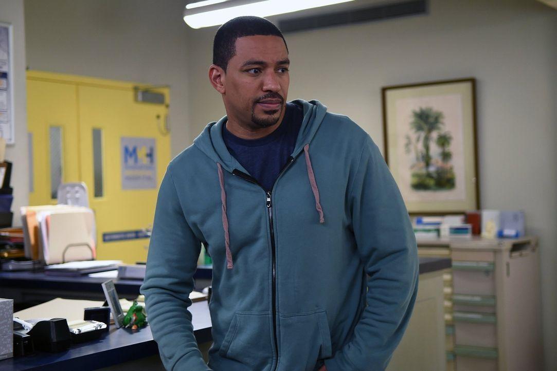 Gemeinsam mit Laura versucht er alles, um den Angreifer von Jake zu fassen: Billy (Laz Alonso) ... - Bildquelle: Warner Bros. Entertainment, Inc.