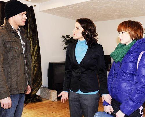 Jens Mirbach droht Sophie und ihrer Mutter Monika, die Wahrheit über Franziskas Tod an die Öffentlichkeit zu bringen ... - Bildquelle: Christoph Assmann - Sat1