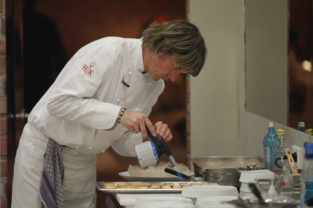 Wie wird sich Mickie Krause als Koch-Azubi schlagen? - Bildquelle: Guido Engels SAT.1