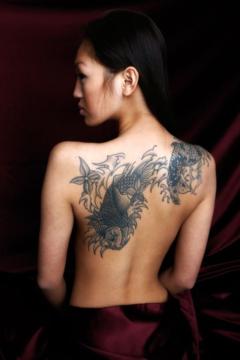 09_TattooFrauRückenAsia - Bildquelle: Stock Shop Photography LLC