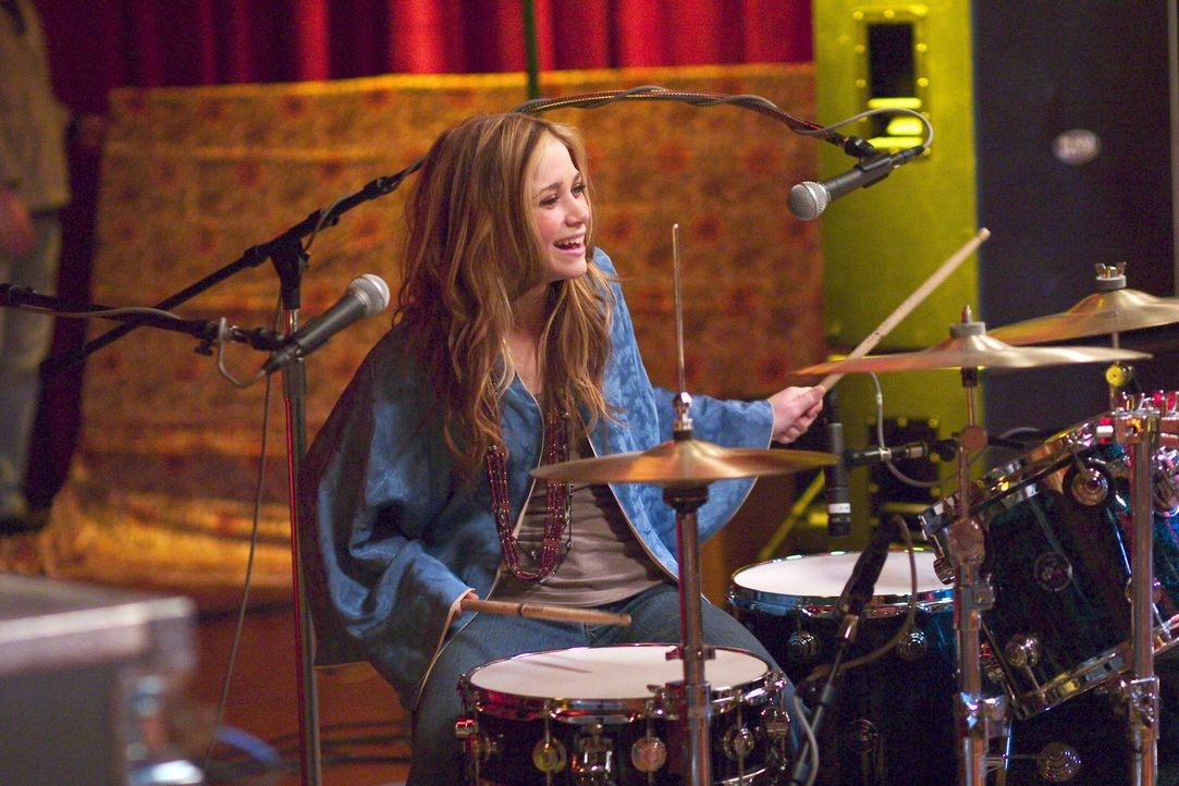 Als angehende Rockerin will Roxy (Mary-Kate Olsen) sich in New York in ein Videoclipset einschleichen, um dort den Managern ein Demo ihrer Band zuzu... - Bildquelle: Warner Brothers International Television