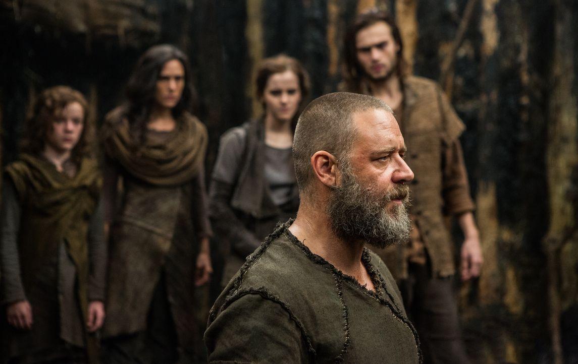 Noah (Russell Crowe) und seine Familie verteidigen die Arche, die sie in Gottes Namen gebaut haben, gegenüber Tubal-Kain und seinen Soldaten. Denn d... - Bildquelle: 2014 Paramount Pictures Corporation. All rights reserved.