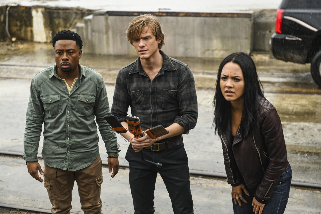 (v.l.n.r.) Wilt Bozer (Justin Hires); MacGyver (Lucas Till); Riley Davis (Tristin Mays) - Bildquelle: Richard DuCree 2018 CBS Broadcasting, Inc. All Rights Reserved