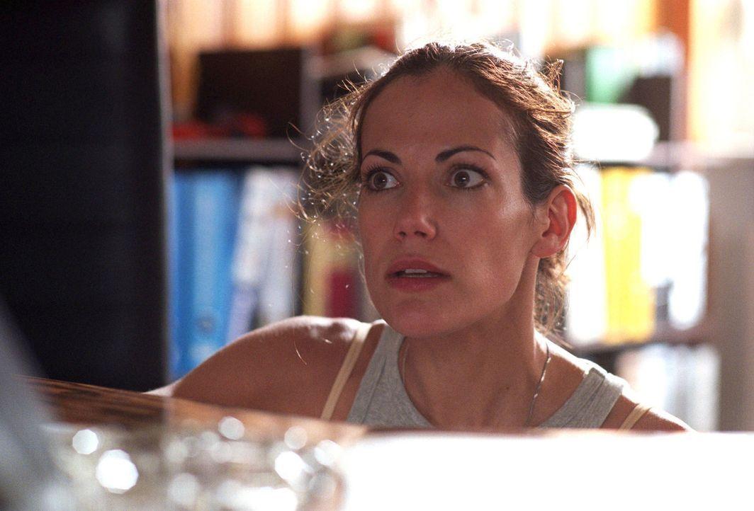 In dem ehemaligen Grenzort ist Johanna (Bettina Zimmermann) einer Geschichte aus der Vorwendezeit auf der Spur und lässt sich bei ihren Recherchen... - Bildquelle: Stefan Erhard Sat.1