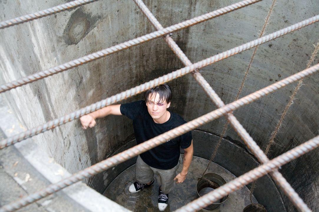 Nach seinem Fluchtversuch wird Ben (Gregory Smith) in ein dunkles Verlies geworfen, aus dem es kein Entkommen zu geben scheint. Doch dann gibt es ei...