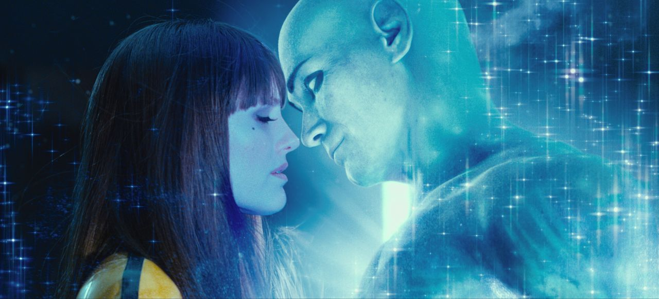 Seit geraumer Zeit ist Silk Spectre II (Malin Akerman) nicht mehr sehr glücklich in ihrer Beziehung zu Dr. Manhattan (Billy Crudup), denn er verbrin... - Bildquelle: Paramount Pictures