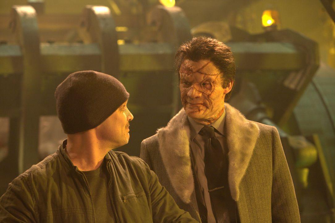 Nachdem der Punisher ihn grauenvoll entstellt hat, sinnt Gangster Billy Russoti (Dominic West, r.) auf Rache. Er rekrutiert die berüchtigtsten Krimi... - Bildquelle: 2008 MHF Zweite Academy Film GmbH & Co. KG. All Rights Reserved.