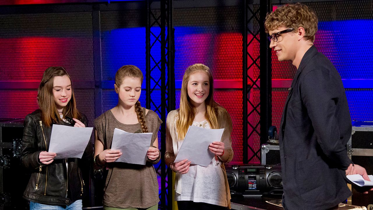 The-Voice-Kids-epi04-Alexandra-Sarah-Rita-2-SAT1-Richard-Huebner - Bildquelle: SAT.1/Richard Hübner