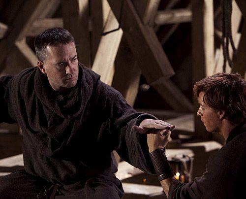 Probleme mit der Statik: Auch Jack (Eddie Redmayne) zermartert sich den Kopf, wie er ein stabiles Dach für die Kathedrale bauen kann. - Bildquelle: Egon Endrenyi - Tandem Productions - Pillars Productions