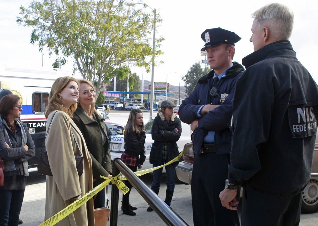 Während Gibbs (Mark Harmon, r.) auf seine zwei Ex-Frauen Rebecca Chase (Jeri Ryan, r.) und Diane Sterling (Melinda McGraw, l.) trifft, sucht das Tea... - Bildquelle: CBS Television