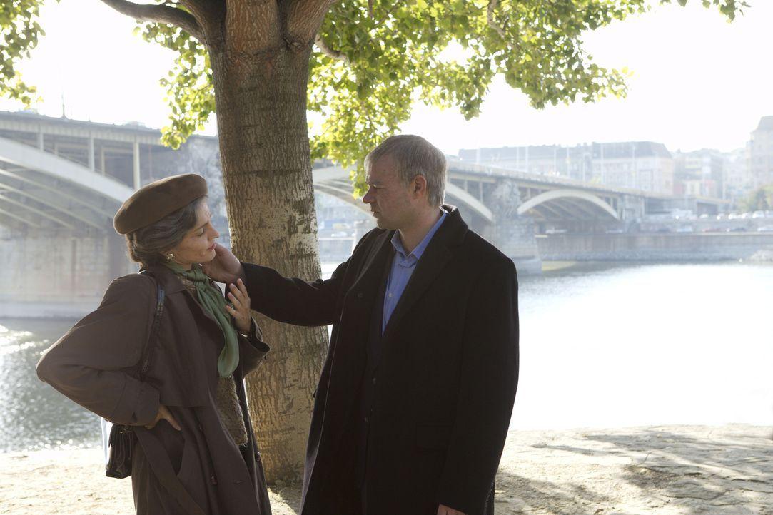 Kaum in den USA angekommen, erfährt KGB-Agent Yaevgeny Tsipin (Rory Cochrane, r.), dass seine große Liebe, die attraktive Jüdin Azalia (Erika Mar...