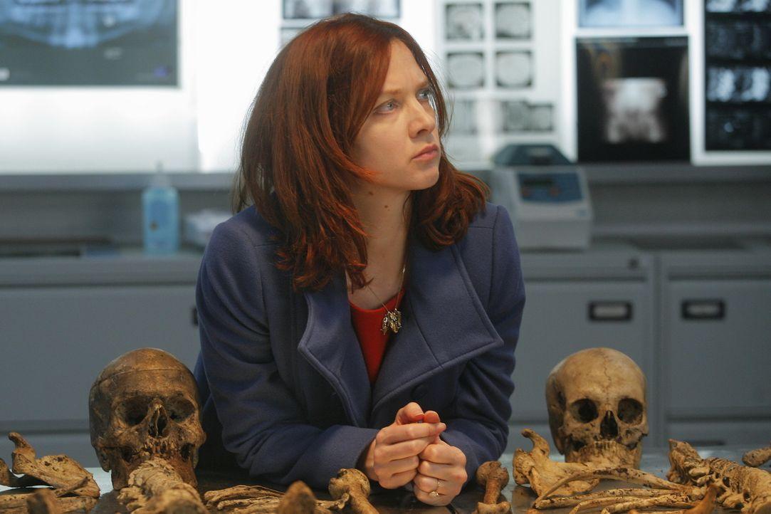 Während ihren Ermittlungen stoßen Chloé (Odile Vuillemin) und das Team auf ein weiteres Verbrechen ... - Bildquelle: 2014 BEAUBOURG AUDIOVISUEL
