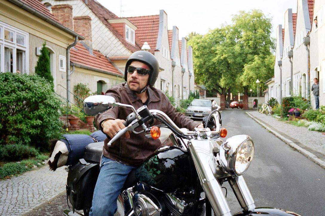 """Katrins Samenspender ist Frank Kolakowski, genannt """"Kola"""" (Richy Müller). Er ist ein passionierter Biker und Besitzer eines Tattoostudios. Allerding... - Bildquelle: Sat.1"""