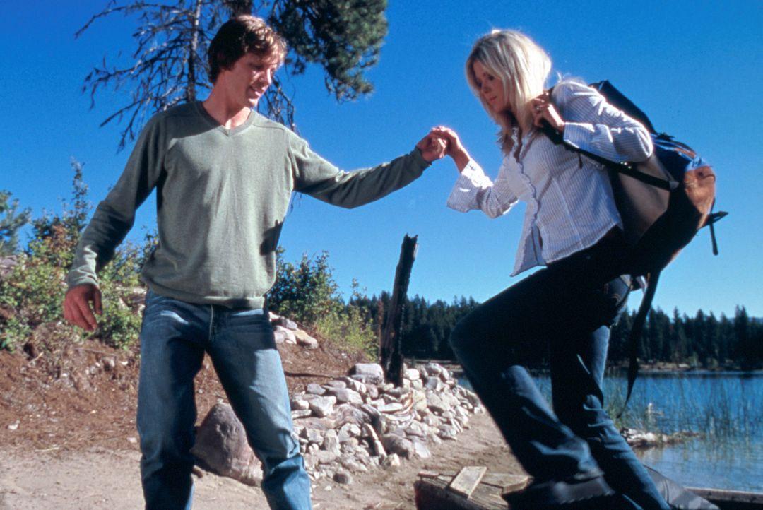 Noch ist die Welt von Julianne (Tara Reid, r.) und Mitch (Kip Pardue, l.) völlig in Ordnung. Doch nicht mehr lange ... - Bildquelle: Splendid Pictures