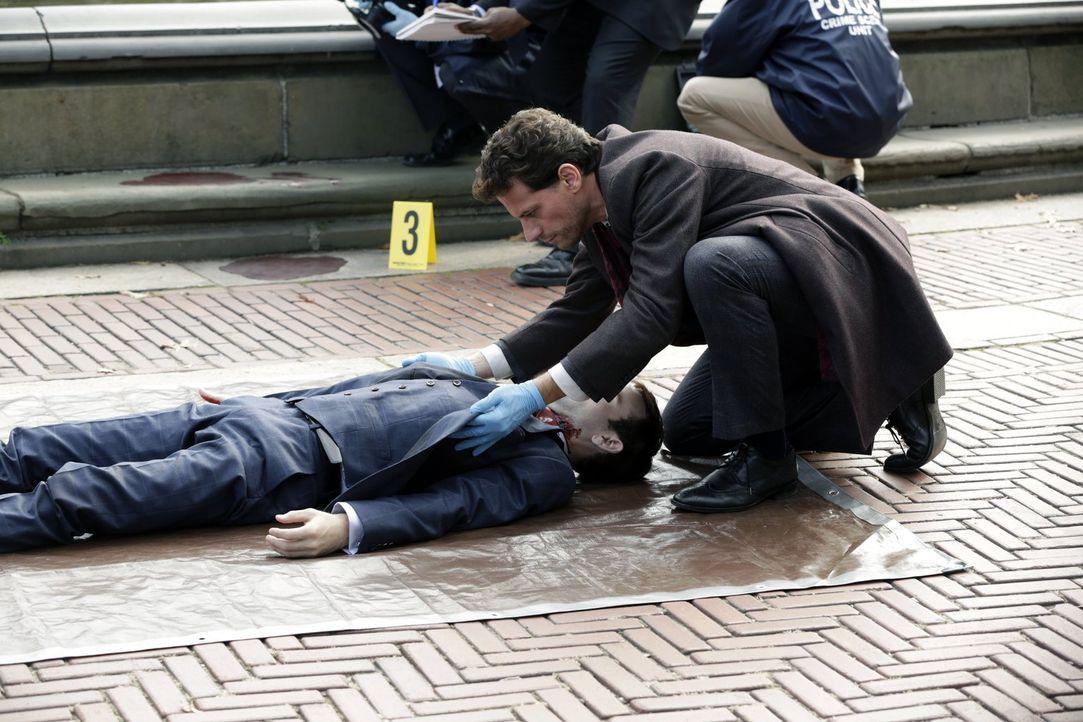 Ein britischer Aristokrat wird tot im Central Park gefunden: Dr. Henry Morgan (Ioan Gruffudd) erinnert dies an eine Geschichte aus seiner bewegten V... - Bildquelle: Warner Brothers