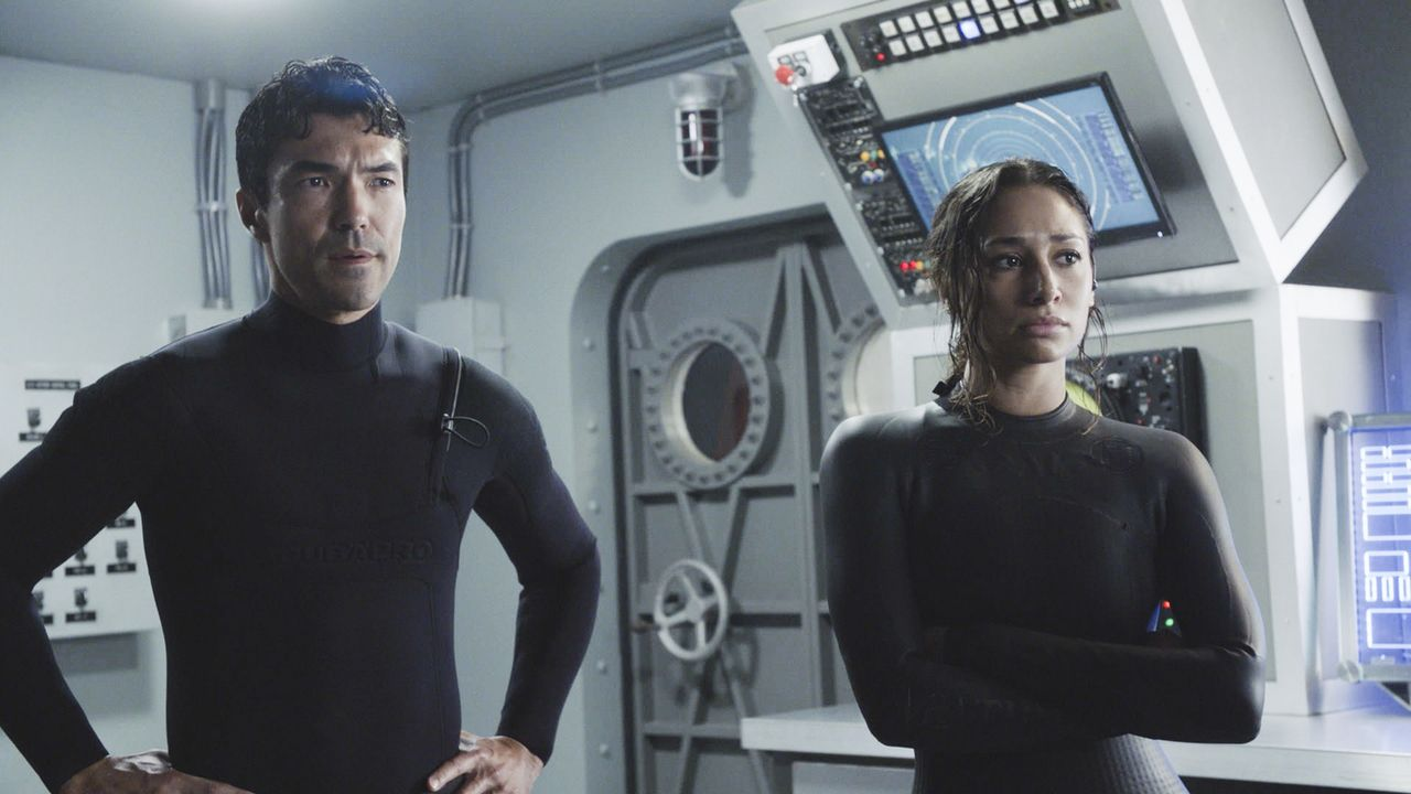 Adam Noshimuri (Ian Anthony Dale, l.); Tani Rey (Meaghan Rath, r.) - Bildquelle: 2019 CBS Broadcasting, Inc. All Rights Reserved