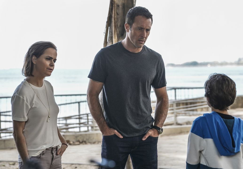 Mary McGarrett (Taryn Manning, l.); Steve McGarrett (Alex O'Loughlin, r.) - Bildquelle: Karen Neal 2019 CBS Broadcasting, Inc. All Rights Reserved / Karen Neal