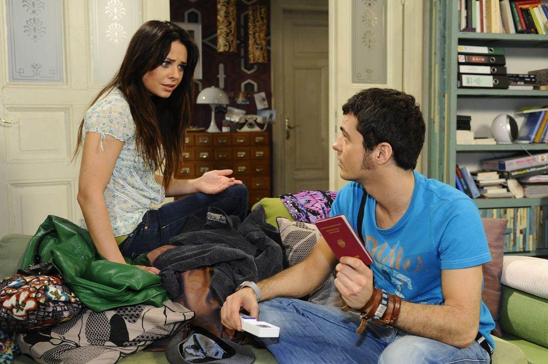 Maik (Sebastian König, r.) versucht Paloma (Maja Maneiro, l.) davon zu überzeugen, dass Lily aufgehalten werden muss ... - Bildquelle: SAT.1