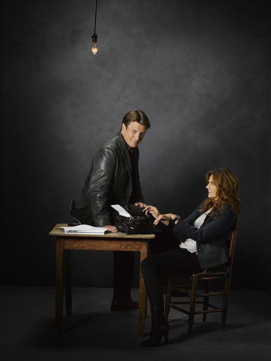 (5. Staffel) - Zwischen Kate Beckett (Stana Katic, r.) und Richard Castle (Nathan Fillion, l.) sprühen gewaltig die Funken  - hin und wieder auch i... - Bildquelle: ABC Studios