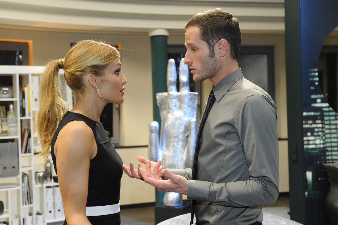 In der Sorge um Richard nähert sich Annett (Tanja Wenzel, l.) wieder etwas David (Lee Rychter, r.) an .... - Bildquelle: SAT.1