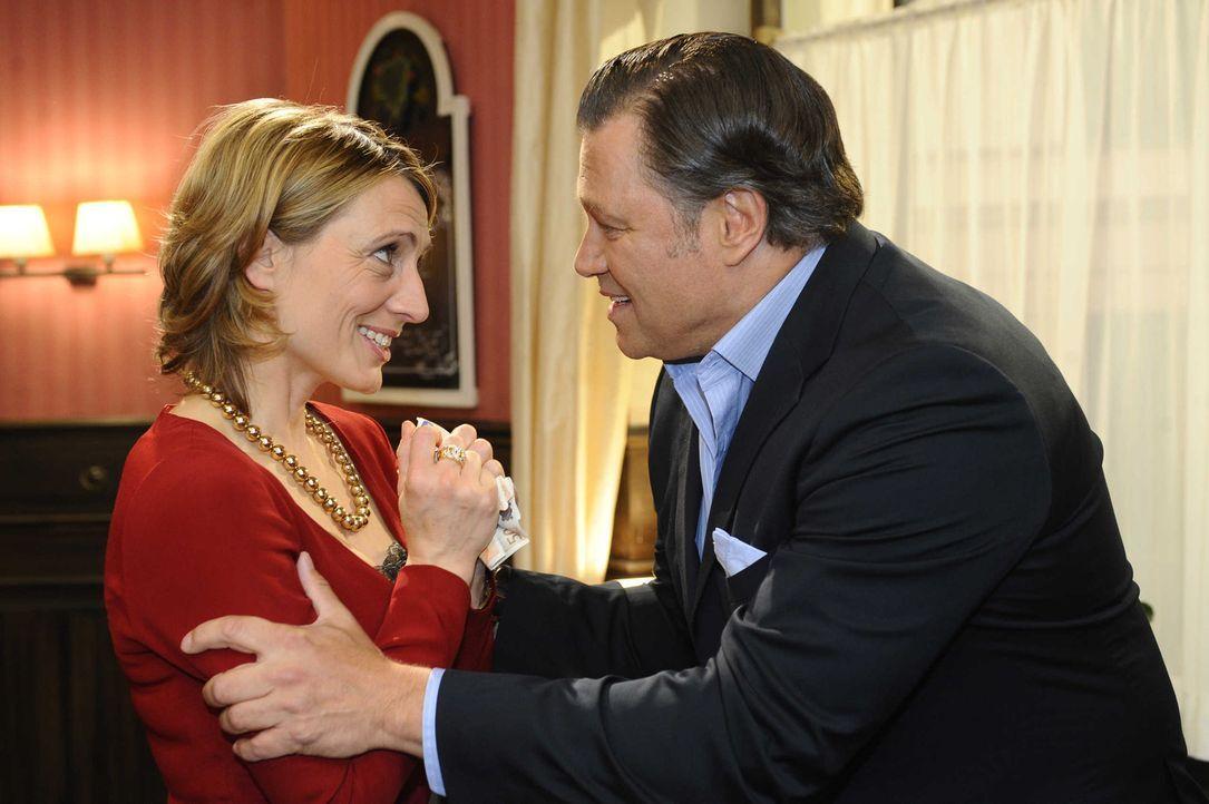 Ingo zieht falsche Schlüsse, als er beobachtet, wie Brigitte (Joana Schümer, l.) von Richard (Robert Jarczyk, r.) Geld bekommt ... - Bildquelle: SAT.1