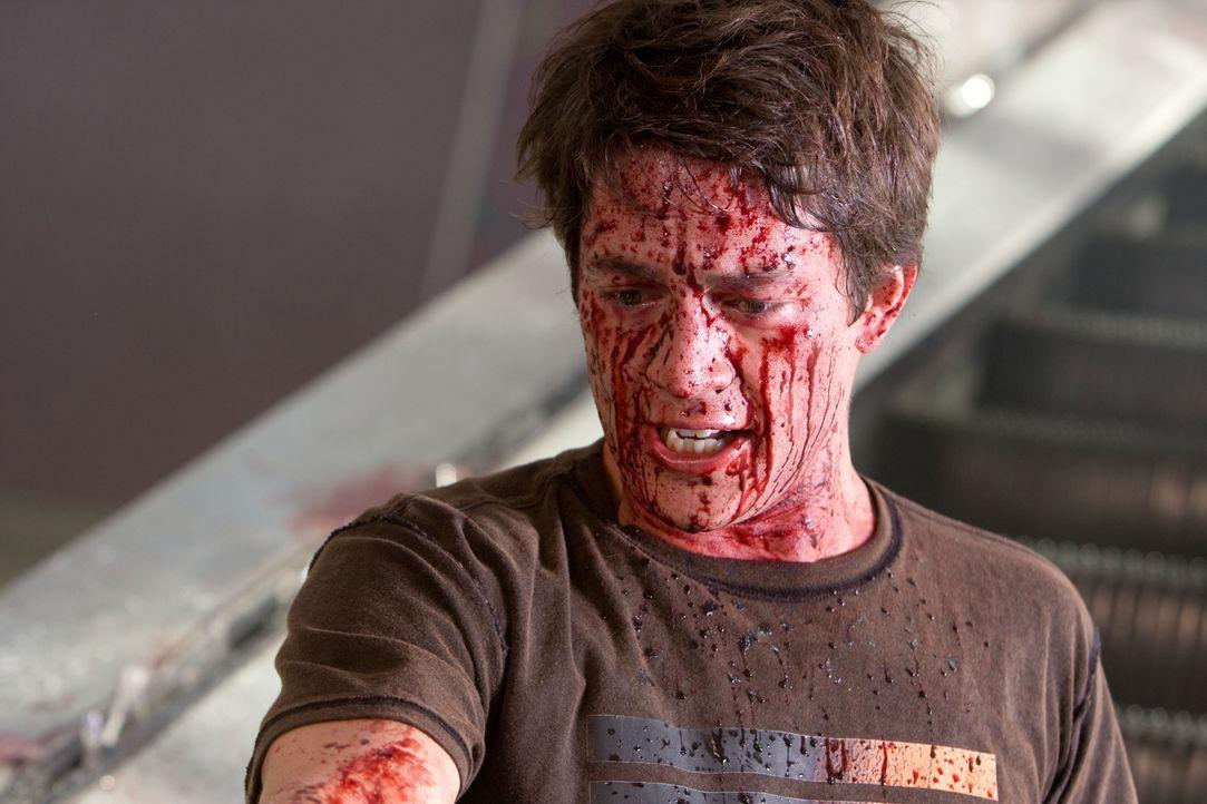 Seitdem Nick O'Bannon (Bobby Campo) und seine Freunde einem schrecklichen Unfall entkommen sind, müssen sie stündlich mit ihrem Ableben rechnen. Den... - Bildquelle: MMVII New Line Productions, Inc.