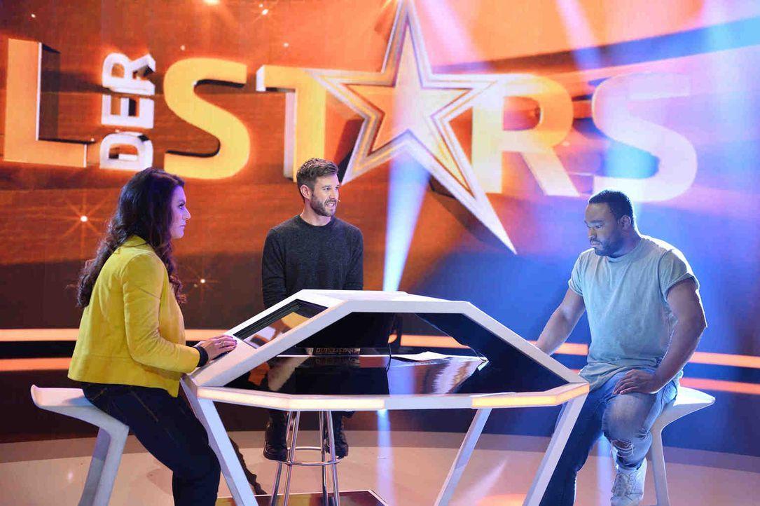 """Jochen Schropp (M.) moderiert das """"Duell der Stars"""" und ist gespannt, ob Schauspielerin Christine Neubauer (l.) oder Koch Nelson Müller (r.) den Sie... - Bildquelle: Willi Weber SAT.1"""