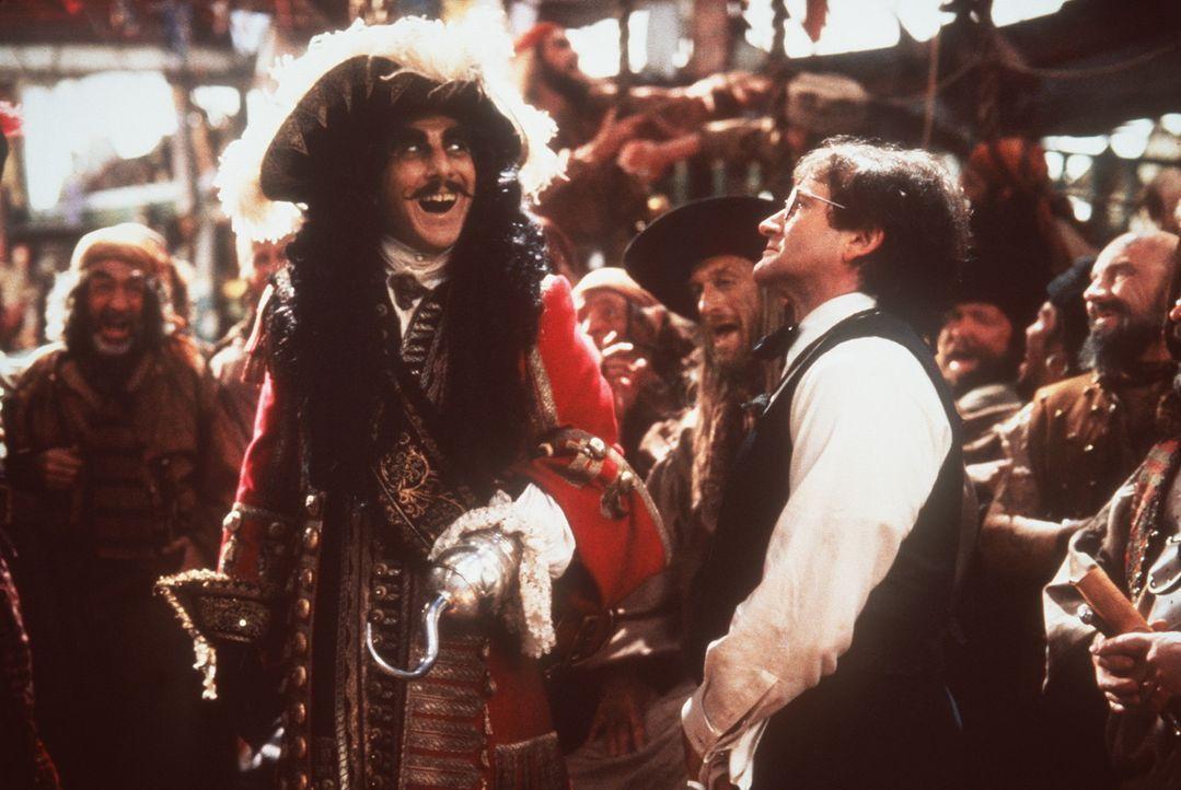 Siegessicher: Noch glaubt Captain Hook (Dustin Hoffman, l.), Peter Banning (Robin Williams, r.) ganz locker besiegen zu können ... - Bildquelle: Copyright   1991 TriStar Pictures, Inc. All Rights Reserved.