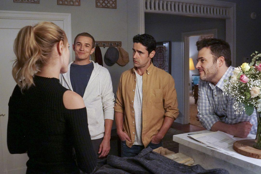 Bishop (Emily Wickersham, l.) bekommt zu Thanksgiving Besuch von ihren Brüdern John (Jesse Bradford, 2.v.r.) und Robert (Jesse Johnson, 2.v.l.), die... - Bildquelle: Monty Brinton 2016 CBS Broadcasting, Inc. All Rights Reserved