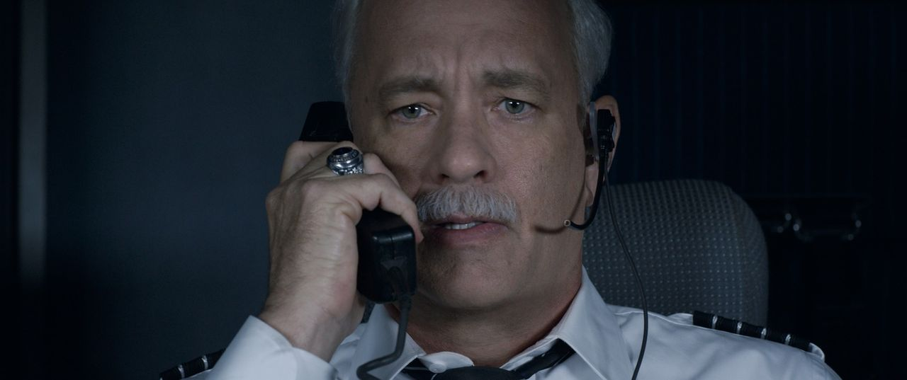 Chesley 'Sully' Sullenberger (Tom Hanks) - Bildquelle: Warner Bros.