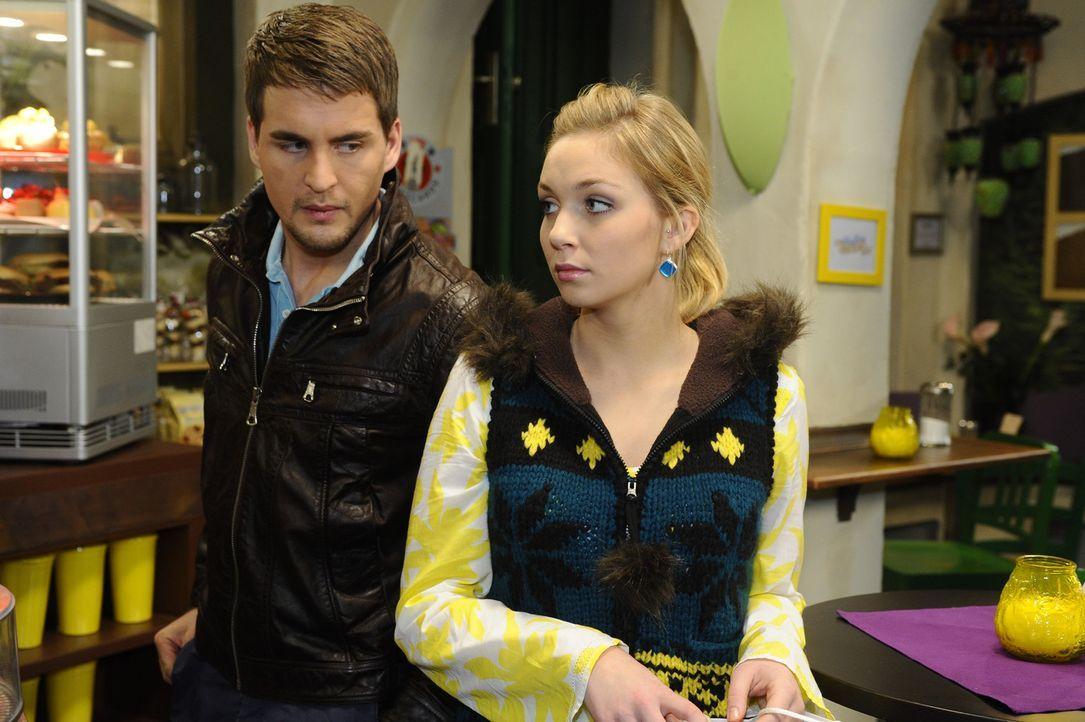 Nach alldem was geschehen ist, ist die Situation zwischen Lars (Alexander Klaws, l.) und Lily (Jil Funke, r.) etwas angespannt ... - Bildquelle: SAT.1