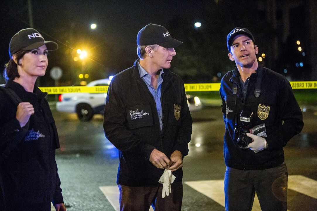 Merri (Zoe McLellan, l.), Pride (Scott Bakula, M.) und LaSalle (Lucas Black, r.) ermitteln im Fall eines ermordeten Unteroffiziers mit Migrationshin... - Bildquelle: 2015 CBS Broadcasting, Inc. All Rights Reserved