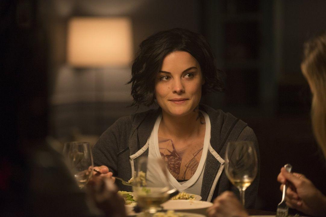 Der Gedanke, sie könne einst Wellers Sandkastenfreundin Taylor gewesen sein, verwirrt Jane (Jaimie Alexander) sehr und ihr Vertrauen, ihr Gedächtnis... - Bildquelle: Warner Brothers