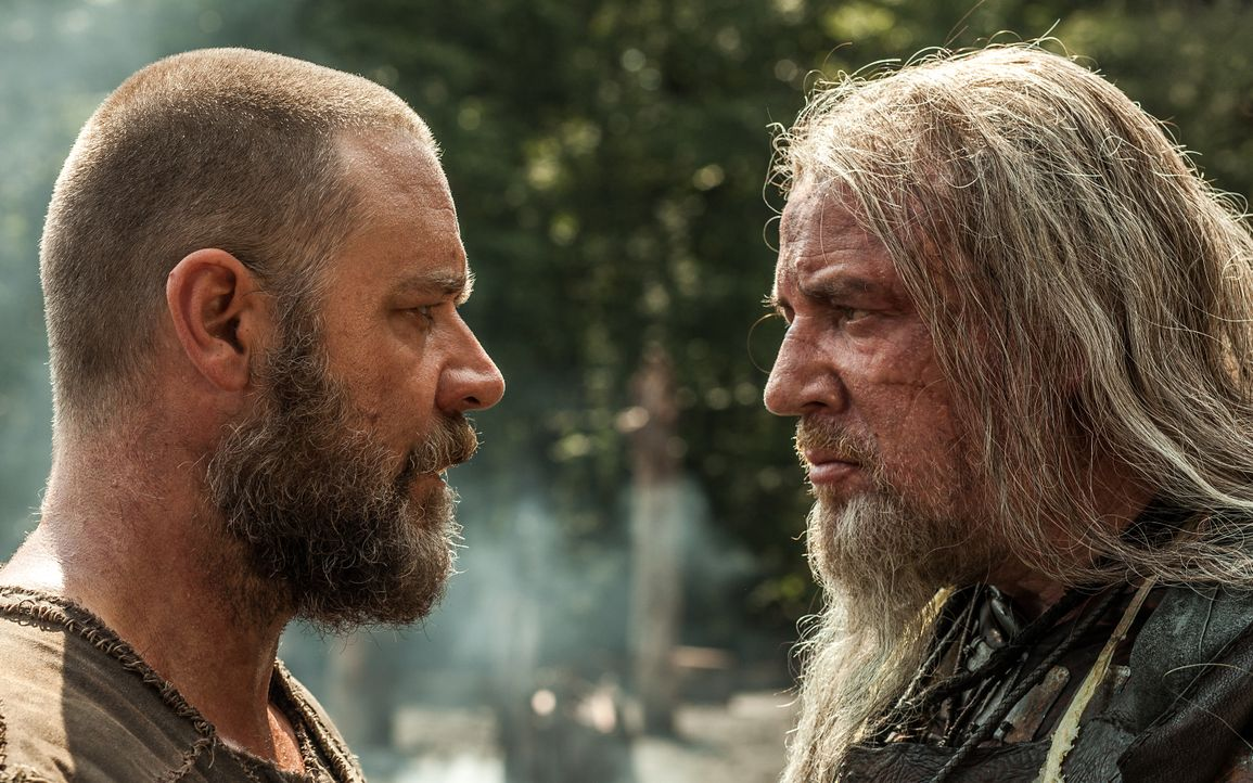 Noah (Russell Crowe, l.) baut mit seiner Familie eine Arche, um die Tierwelt vor der Vernichtung durch Gottes bevorstehende Sintflut zu bewahren. Tu... - Bildquelle: 2014 Paramount Pictures Corporation. All rights reserved.