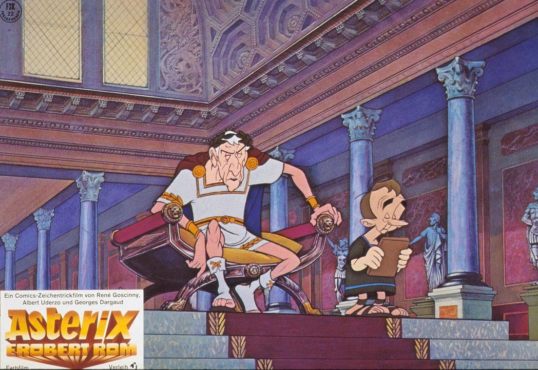 Cäsar (l.) am Ende - Seine Wettkampfaufsicht Pupus (r.) erklärt gerade, dass Asterix und Obelix alle Aufgaben gelöst haben - Cäsar, wirf hin ... - Bildquelle: Jugendfilm-Verleih GmbH