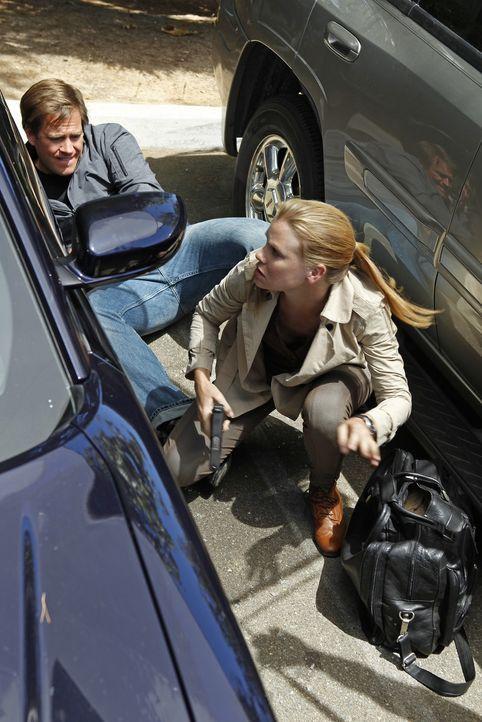 "Geraten in Gefahr: Tony (Michael Weatherly, l.) und Special Agent Erica Jane ""E.J"" Barrett (Sarah Jane Morris, r.) ... - Bildquelle: CBS Television"