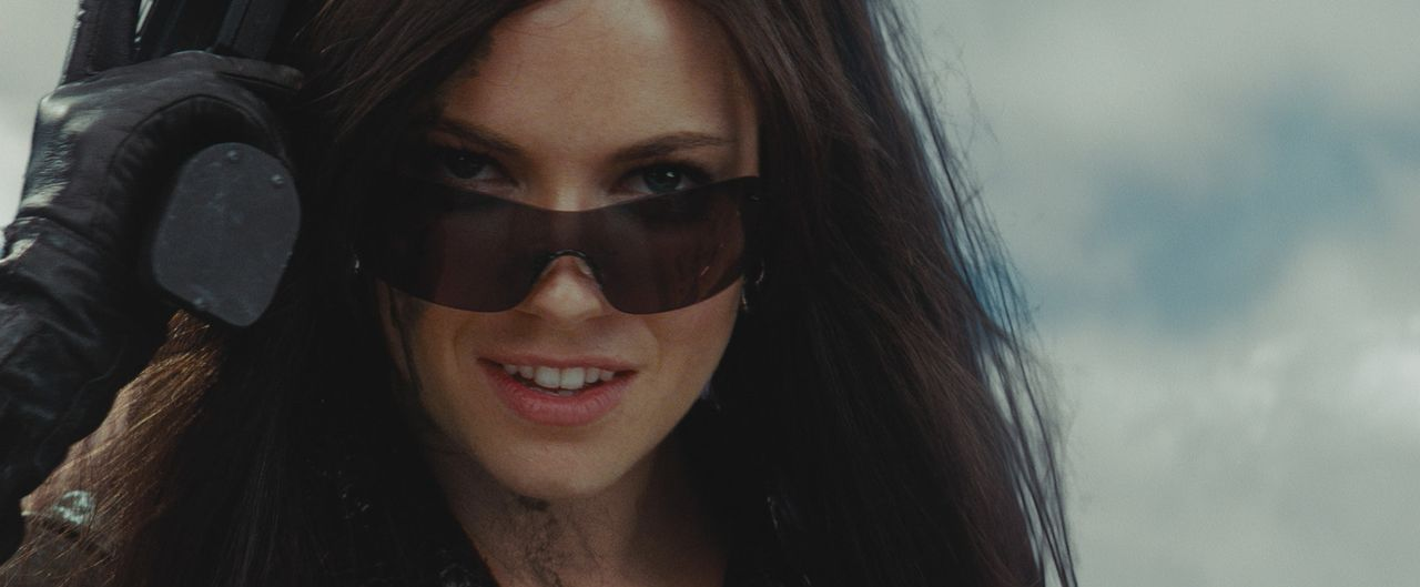 """Die eiskalte """"Baroness"""" (Sienna Miller) macht gemeinsame Sache mit dem Waffen- und Drogenhändler Destro. Ihr Ziel ist die Weltherrschaft! - Bildquelle: 2009 Paramount Pictures Corporation. All Rights Reserved. Reserved."""