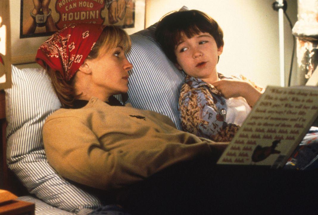 Nach und nach kann Isabel (Julia Roberts, l.) auch das  Vertrauen zu Ben (Liam Aiken, r.) gewinnen ... - Bildquelle: Columbia Pictures