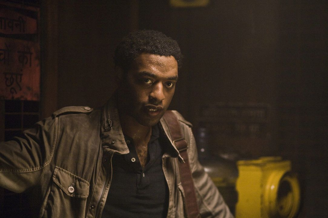 Weiß, dass der Untergang der bisherigen Welt nicht mehr aufzuhalten ist: Geologe Adrian Helmsley (Chiwetel Ejiofor) ... - Bildquelle: 2009 Columbia Pictures Industries, Inc. All Rights Reserved.