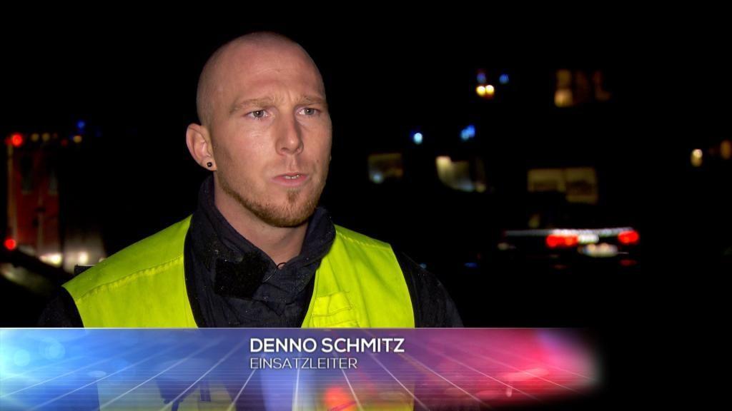 FW - Einsatzleiter Denno Schmitz - Bildquelle: SAT.1