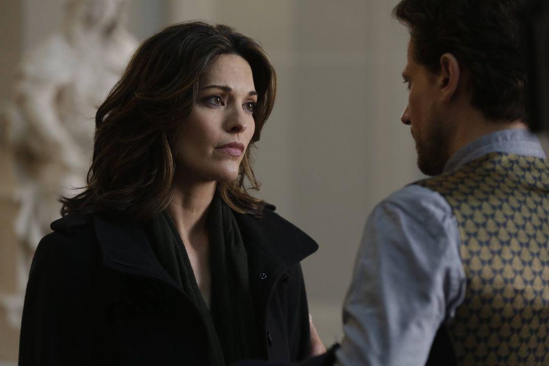 Sollte Adam gewinnen, ist Henrys (Ioan Gruffud, r.) Geheimnis nicht mehr sicher und Jo (Alana De La Garza, l.) erfährt die Wahrheit über ihn ... - Bildquelle: Warner Bros. Television
