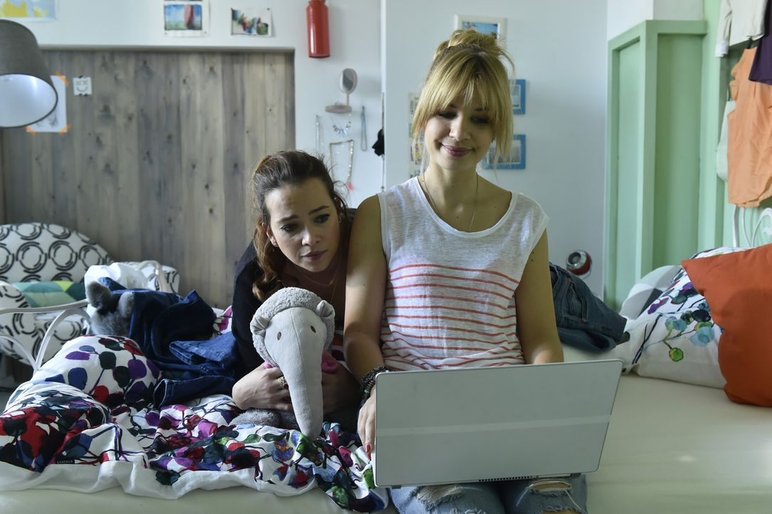 Vor dem großen Date ist die Aufregung bei Mila (Susan Sideropoulos, r.) groß. Als gute Freundin versucht Sally (Laura Osswald, l.) alles, um die ang... - Bildquelle: Claudius Pflug sixx