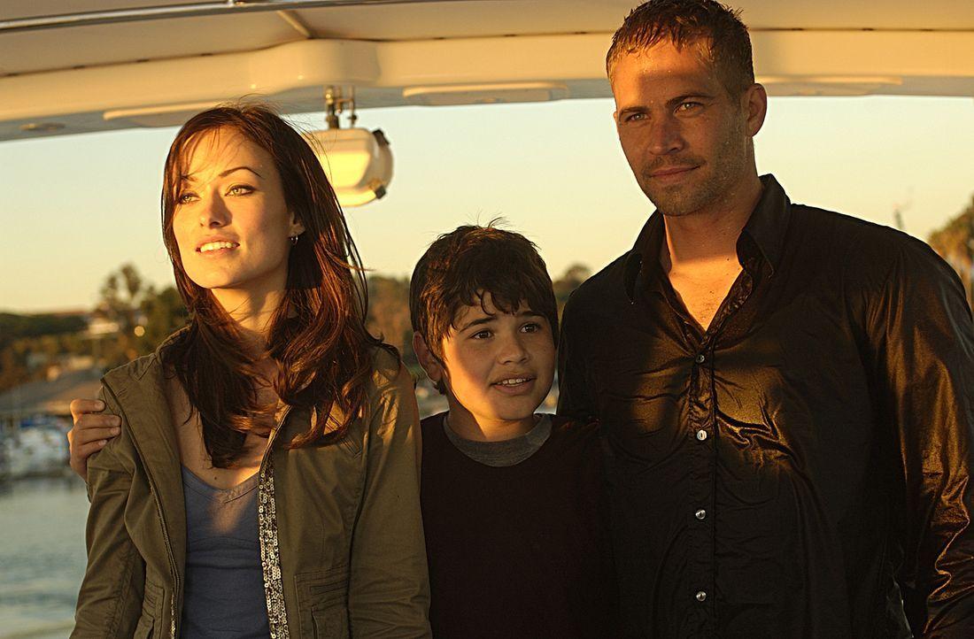 Gemeinsam mit Bobbys Sohn Kit (J.R. Villarreal, M.) und Bobbys heiße Ex-Braut Elizabeth (Olivia Wilde, l.) tritt Tim (Paul Walker, r.) die Flucht in... - Bildquelle: Nu Image