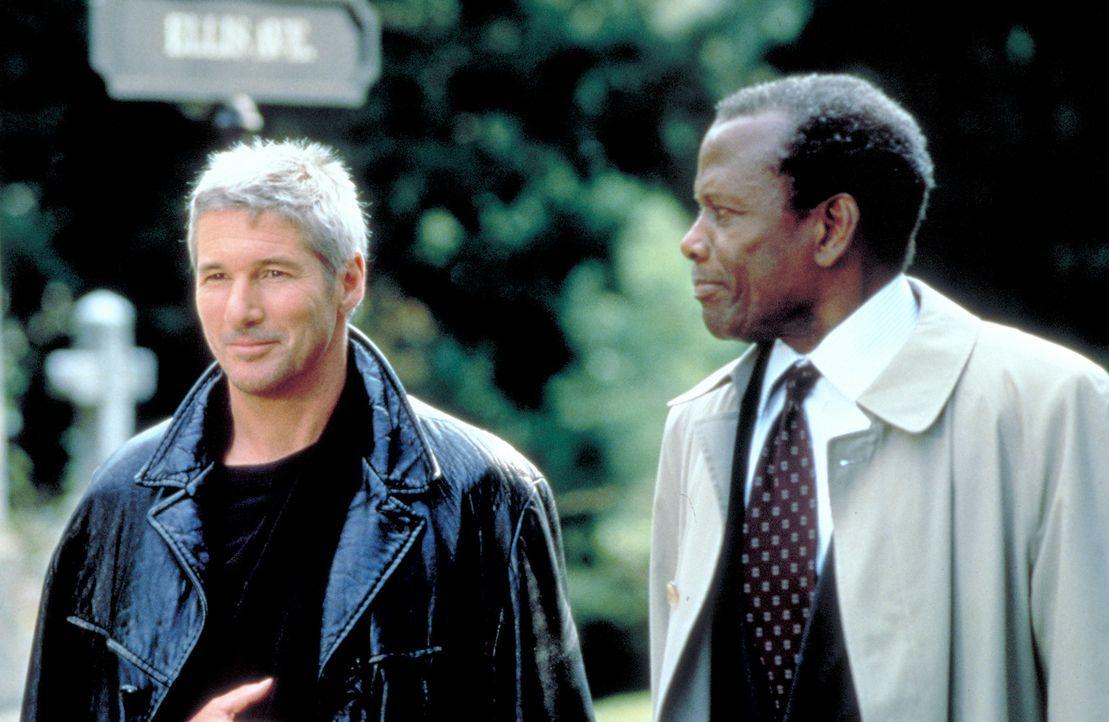 FBI-Agent Carter Preston (Sidney Poitier, r.) weiß, dass der Schakal auf den Direktor des FBI angesetzt wurde, um ihn zu töten. Deshalb benötigt...