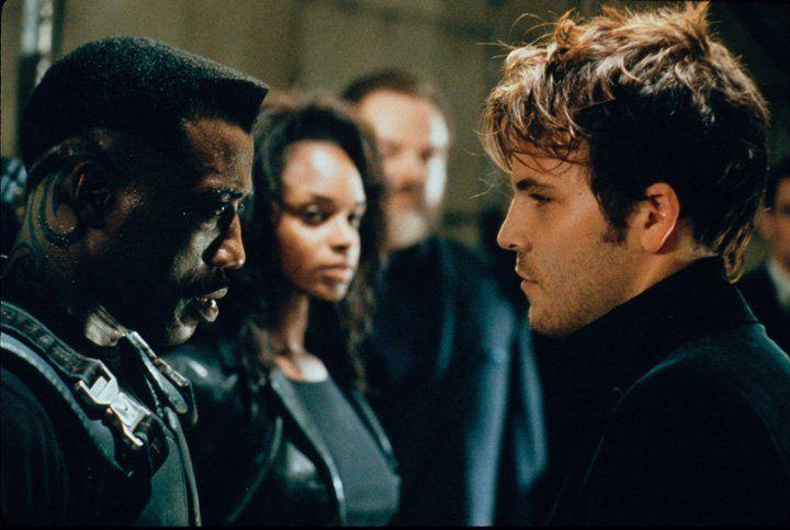 Um Blade (Wesley Snipes, l.) in eine tückische Falle locken zu können, missbraucht Frost (Stephen Dorff, r.) die attraktive Ärztin Karen (N'Bushe Wr... - Bildquelle: Warner Bros.