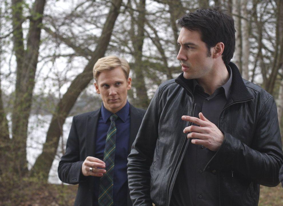 Manu und Mark (Arne Stephan, r.) sind sich einig: Philip (Philipp Romann, l.) muss etwas mit Julius' Tod zu tun haben und darf nicht ungeschoren dav... - Bildquelle: SAT.1